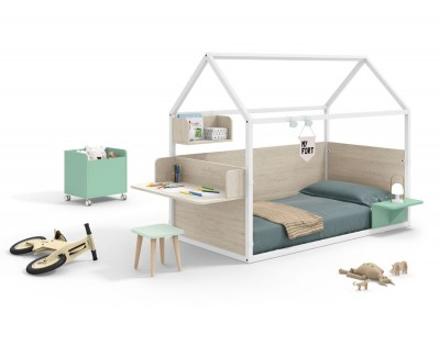 Children's bedroom set comprising a panelled house bed with desk